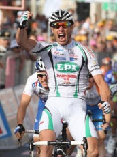 Alessandro Petacchi wins stage 2 of the Giro