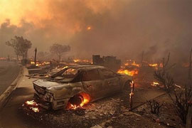 L.A. wildfire destroys homes