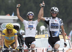 TDF 09 stage 17 - the Schlecks celebrate as Frank Wins and Andy gains time on everyone except Alberto Contador