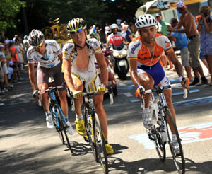 TDF 09 stage 20 - Tony Martin hung in there for second, pacing Garate all the way from the break