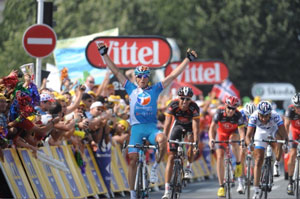 ... but Pierrick Fedrigo outsprinted his fellow break-mates to win the stage