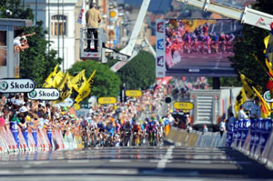 the final sprint was amazing - with a huge crash that blocked the road...