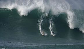 Monster Monday: giant waves in Hawaii