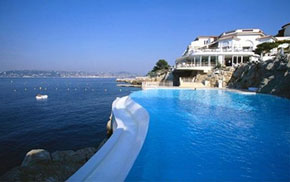 the infinity pool at the Hotel du Cap on the Cote d'Azur possibly the most tranquil spot I know