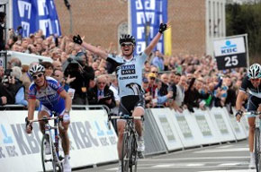 Nick Nuyens wins the Tour of Flanders
