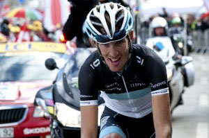 Andy Schleck attacks 60km from the finish, holds on to win and take big time