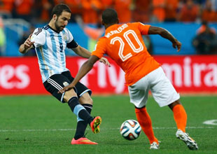 Argentina outlasts Netherlands