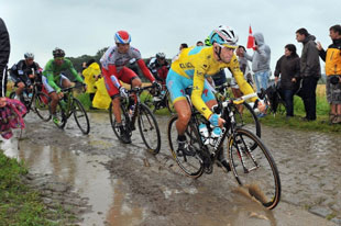 Vincenzo Nibali extends his lead in yellow