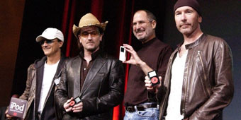 Jimmy Iovine, Bono, Steve Jobs, The Edge celebrate the iPod