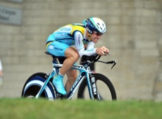 Levi Leipheimer cranks to win the Dauphine prolog